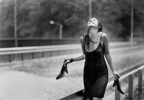 Sotto la pioggia battente for Sotto la pioggia ombrelli